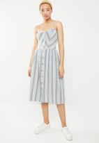STYLE REPUBLIC - Fit and flare front button dress - blue & white