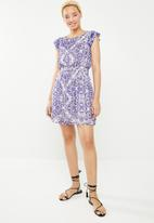 c(inch) - Frill sleeve fit and flare dress - multi