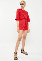 Missguided - Tie front kimono 3/4 sleeve playsuit - red