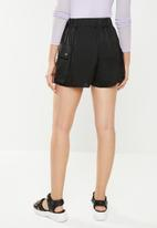 Missguided - Ultimate satin utility shorts - black