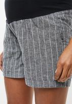 Cherry Melon - Linen shorts - black & white