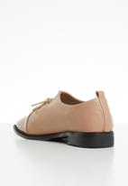 Superbalist - Genevieve brogue - neutral