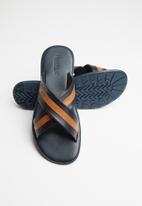 Pringle of Scotland - Cole sandal - black & tan