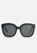 Superbalist - Katie cat eye sunglasses - black