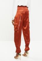Missguided - Satin pocket detail slim leg cargo pants - orange