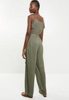 Missguided - Crinkle viscose tie relaxed jumpsuit - green