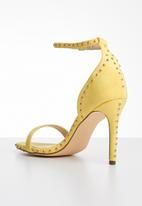 Miss Black - Stud detail heels - yellow