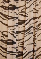 Superbalist - Printed pleated skirt -  black & beige