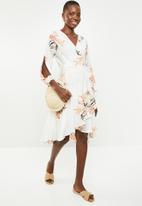 Revenge - Floral wrap dress - white