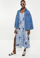 Revenge - Cami strap printed jumpsuit with waist tie - blue