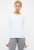Nike - Nike miler top - white