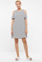 c(inch) - Cold shoulder tee dress - white & black