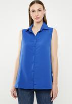 edit - Sleeveless button down blouse - blue