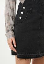 Supré  - Short pocket pinafore - black