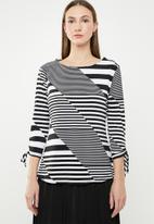 edit - 3/4 Sleeve shell top - black & white