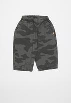 POP CANDY - Camo print shorts - grey