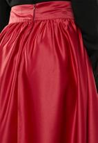 edit - High waist pleated skirt - red