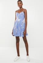 Factorie - Frankie fit & flare monotone floral dress - blue & white