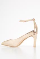 Footwork -  Jayden court heel - gold
