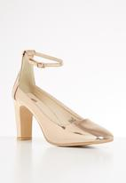 Footwork -  Jayden court heel - gold