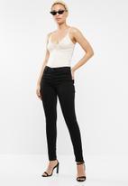 Levi's® - 710 super skinny - black