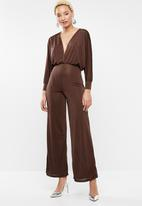 Missguided - Slinky plunge batwing jumpsuit - brown