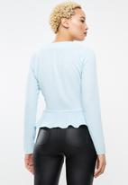 Missguided - Horn button peplum top - blue