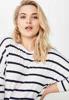 Cotton On - Curve batwing sleeve tee  - navy & white