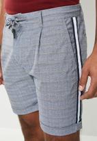 Jack & Jones - Arrow check tape shorts - navy & white