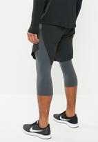 Nike - Nike 2-in-1 3/4 short tech pack - black & grey
