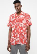 Only & Sons - Larry short sleeve all over print viscose shirt - red