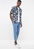 Only & Sons - Larry short sleeve all over print viscose shirt - navy