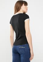 Sissy Boy - One up tee with contrast rib detail - black