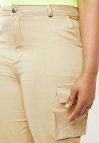 Missguided - Curve straight leg cargo trousers - beige