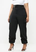 Missguided - Curve seat belt cargo trousers - black