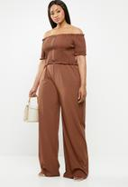 Missguided - Curve bardot shirred jumpsuit - brown