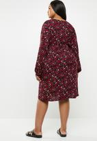 STYLE REPUBLIC PLUS - Asymetrical button dress - burgundy