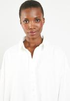 Missguided - Oversized denim shirt dress - white