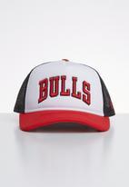New Era - Trucker team colour block Chicago Bulls - white & red