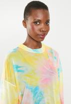 Missguided - Oversized tie dye mesh long sleeve T-shirt dress - multi