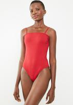 Superbalist - Straight neck 2 pack bodysuit - black & red