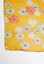 ONLY - Shining weaved pleated scarf - yellow
