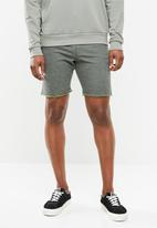 STYLE REPUBLIC - Raw trim short - green