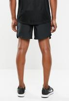 Nike - Nk air chllgr 7 inch shorts - black