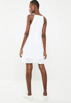 Missguided - Square neck crinkle shift dress - white