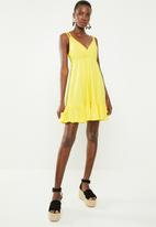 Missguided - Cami double strap frill hem dress - yellow