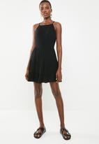 Missguided - Square neck crinkle skater dress - black