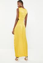 Missguided - Hammered satin twist front cut out maxi dress - yellow
