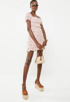 Missguided - Plisse milk maid ditsy floral dress - pink