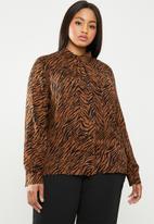 edit Plus - Kitty bow soft shirt - brown & black